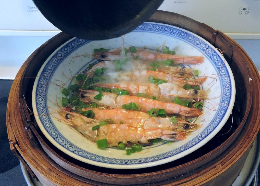 Sizzling Steamed Shrimp with Hot Oil